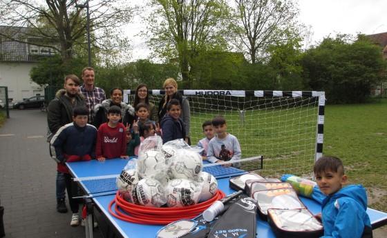 Die Eichendorff-Realschule unterstützt Flüchtlinge in Urbach und Wesseling